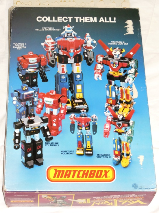 Matchbox Voltron III The Deluxe Lion Set back box cover from the anime Voltron: Defender of the Universe tv show from 1984-1985 other names Beast King GoLion, Hundred-Beast King Go Lion, Hyakujū Ō Golion, King of Beasts Golion, Lion Force Voltron, Voltron of the Far Universe, Voltron, difensore dell'universo, Voltron, el defensor del universo, 百獣王ゴライオン