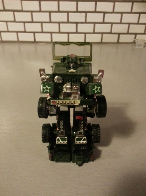 "Hound Transformers 1984 G1 Autobot Hasbro J59 Jeep Japanese ID number 02 TFC-14 Foreign names Japanese- Hound (ハウンド Haundo), French- Dépisteur (Canada, ""The Tracker""), Italian- Canguro (""Kangaroo""), Mandarin- Lìeh-chiuǎn (Taiwan, 獵犬, ""Hound""), Tan Zhang (China, 探長, ""Chief Detective""), Portuguese: Caçador or Rastreador"