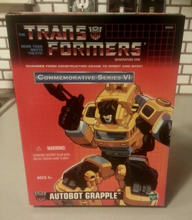 Autobot Grapple Transformers Commemorative Series VI 2004 G1 front of box Mitsubishi Fuso mold