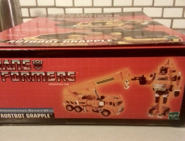 Autobot Grapple Transformers Commemorative Series VI 2004 G1 side 2 of box Foreign names Japanese- Grapple (グラップル Gurappuru), French- Grappin (Canada), Italian: Gancio, Portuguese- Lutador or Chave