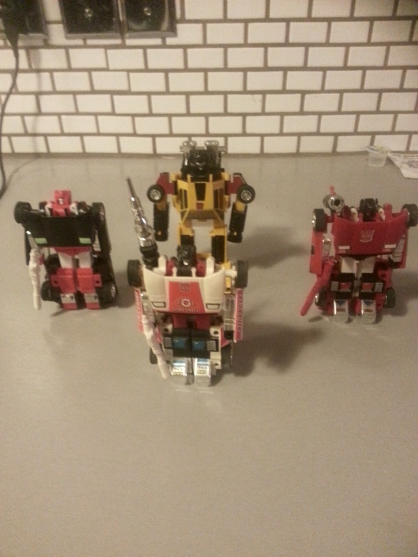 Here are Sideswipe G2, Red Alert G1, Sideswipe G1, and Sunstreaker G1(サンストリーカー Sansutorīkā)  the Hasbro Lamborghini Countach molds. All of these came from the Diaclone line