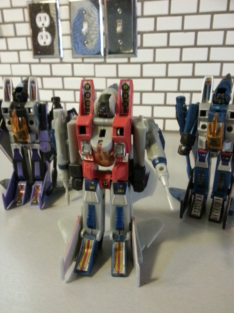 Tranformers Generation 1 Thundercracker Starscream Skywarp Decepticon Seekers G1 Foreign names Thundercracker(サンダークラッカー Sandākurakkā), Coup de Tonnerre, Vampiro, Lìeh Léi(裂雷), Léi-gōng(雷公), Jing Tian Léi(驚天雷), Grande Trovão, Arrasador, Jīngtīanléi (惊天雷) - Starscream(スタースクリーム Sutāsukrīmu), Seng Seng Giu(星星叫), Égo, Astrum, Tornado,Scintillor, Hǒu Hsīng(吼星), Hóng Zhīzhū(紅蜘蛛), Estrela-Estridente, Cometa, Grito de Estrella, Destello -Skywarp(スカイワープ Sukaiwāpu), Fraudeur, Corvo, Espião Celeste, Viajante, Tīen Wān(天彎), Nao Fan Tian(鬧翻天)