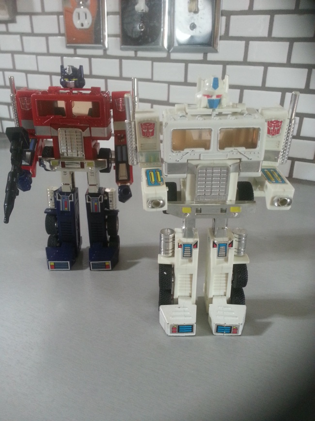 Convoy 15th Anniversary Edition Takara - Optimus Prime 2000 & Ultra Magnus