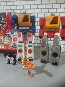 Twin-cast  with Blaster G1 Encore 22 Takara Tomy 2012 Transformers Autobot Generation 1 Japanese ID number: C-116 1987 Foreign names Japanese- Broadcast(ブロードキャスト Burōdokyasuto), English- Billy, Blaster (Omni Productions dub Twincast), French- Tempo, Italian- Radiorobot, Audiobot, Digital (Twincast), Portuguese Rajada (Gust), Dinamitador, Spanish- Bill, Plato, Platon