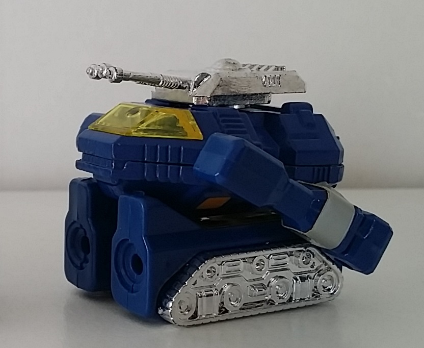 MachineRobo MR-02 Tank Battle Robo(バトルロボ) 1982 Popy Bandai Machine Men tank form side from anime Machine Robo Revenge of Cronos(Chronos no Gyakushuu マシンロボ クロノスの大逆襲) 1988-1989 and Challenge of the Gobots 1983-1987 aka Tank, La Revanche des Gobots in France